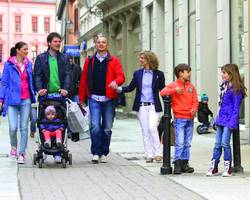 Shopping Family Steinbrücke